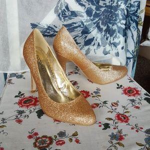 NWT Gold sparkle pumps size 8